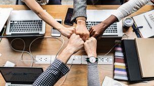 promover a conexão da operação com a estrutura estratégica